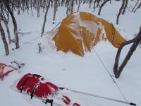 Plaisir du camping sur neige